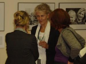 Elke Herrmann eröffnet die Ausstellung