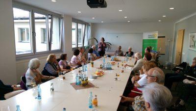 Besuchergruppe am 29.09.2016 diskutiert im Landtag