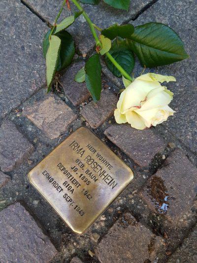 Bild von Rose an Stolperstein zu 75 Jahre Tag der Befreiung