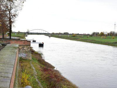 Elbe in Torgau mit Anleger
