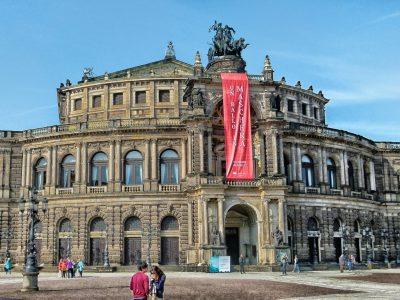 Außenansicht Semperoper Dresden © David Mark | pixabay